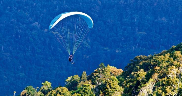 Hang gliding above Tamborine Mountain on Gold Coast Hinterland