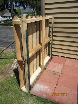 Serendipity and Sunshine: Trash To Treasure: Pallet Fence Project