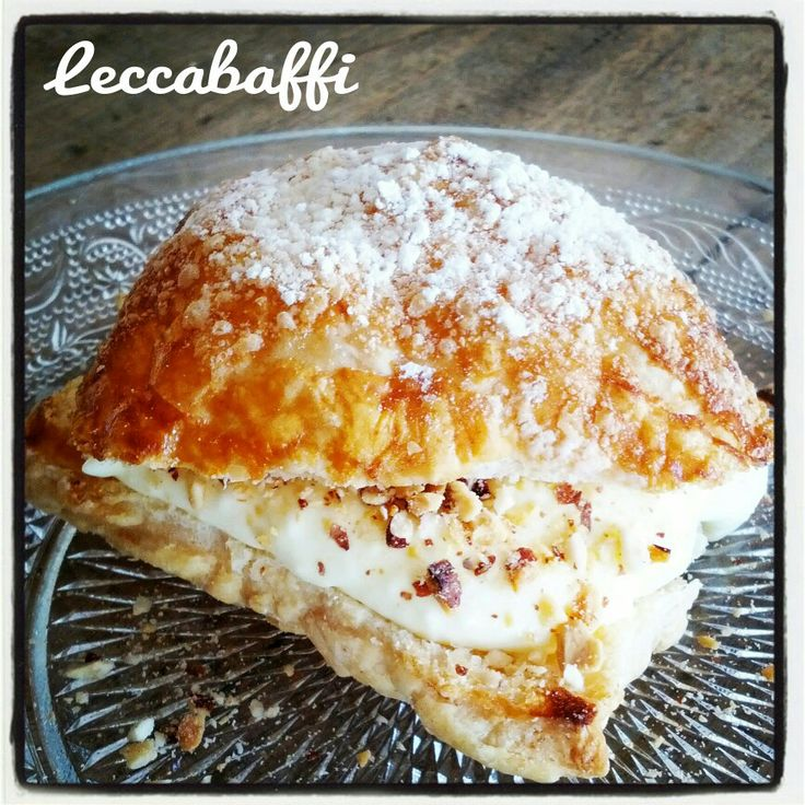 Puffy pastry with white chocolate cream and toasted almonds