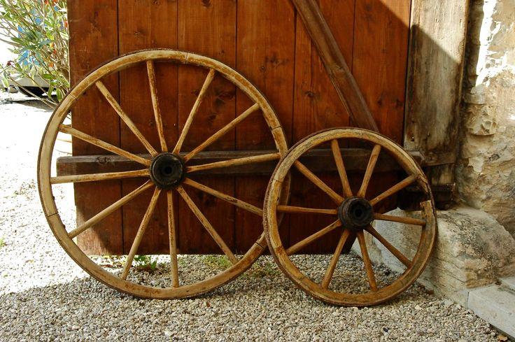 Holzwagen Räder Set, Leiterwagen, Candy Cart. Eventdekoration Wiesent bietet hochwertigen Dekoverleih in München und der Umgebung für alle Anlässe und Event