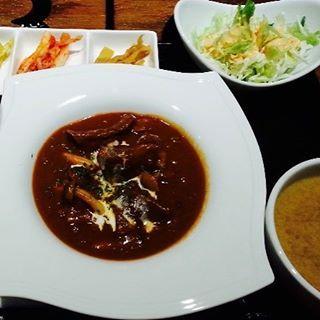 こんにちは! 鋳物焼肉3136です(#^.^#) . 大型連休も終わり、今日からの一週間を、美味しいランチで乗り切りませんか? . 仕切られた空間で、プライベートを大事にしながらのランチをお召し上がりいただけます(#^.^#) . ぜひ〜🎵 . . #表参道 #韓国料理 #サムギョプサル #個室#姉妹店 #肉フェス #同伴 #個室焼肉 #隠れ家 #マッコリ #大江戸線 #新大久保 #チーズダッカルビ #韓国 #韓国旅行 #肉 #姉妹店 #表参道 #サーロイン #イチボ #ランチ #ディナー #記念日 #デート #接待 #韓国料理屋 #日替わり