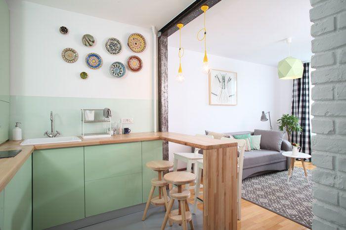 Saquem como se pode morar bem em tempos de crise...         Cozinha aberta      Pendentes coloridos               Olhem o revestimento     ...