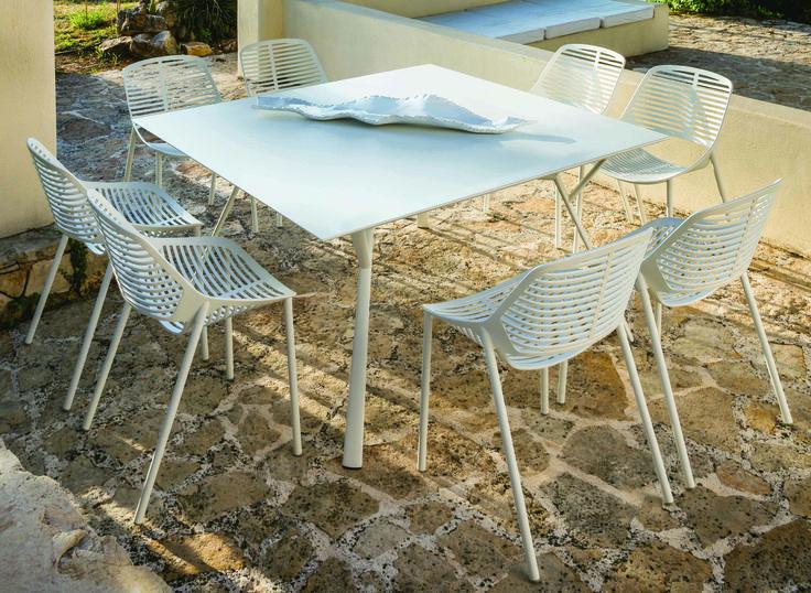 RADICE QUADRA collection. Square table (cm 140 x 140 x 74 h) in painted aluminium / Tavolo quadrato (cm140 x 140 x 74 h) in alluminio verniciato. FAST IN_OUT_ALUMINIUM