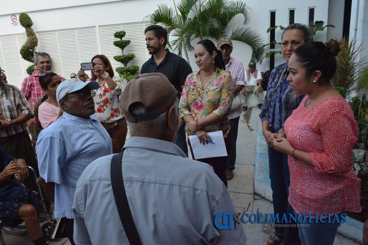 Adultos mayores se manifiestan en V de A; piden pensión municipal