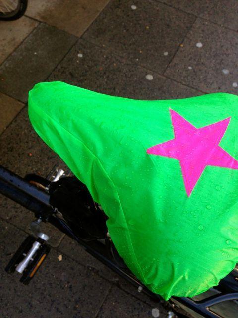 Das knallt: Fahrradsattelbezug aus Neon-Spinnaker!