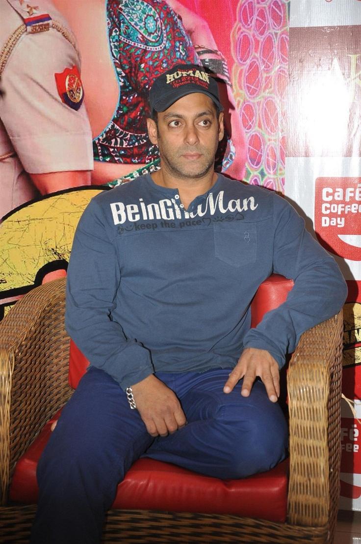 Salman Khan Promoting Dabangg-2 at Cafe Coffee.