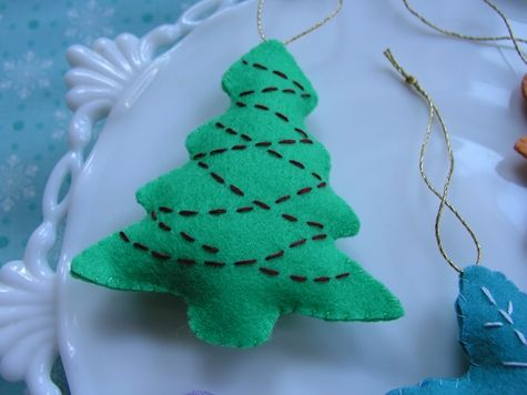 DIY Christmas ornaments - put some catnip in and its a cat toy!!