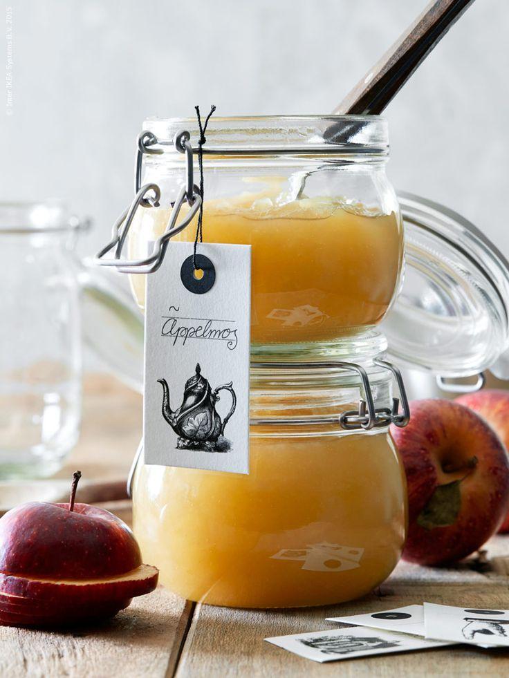 Hemlagat äppelmos i KORKEN burk med lock, HISTORISK hängetiketter. Klicka på bilden för recept!