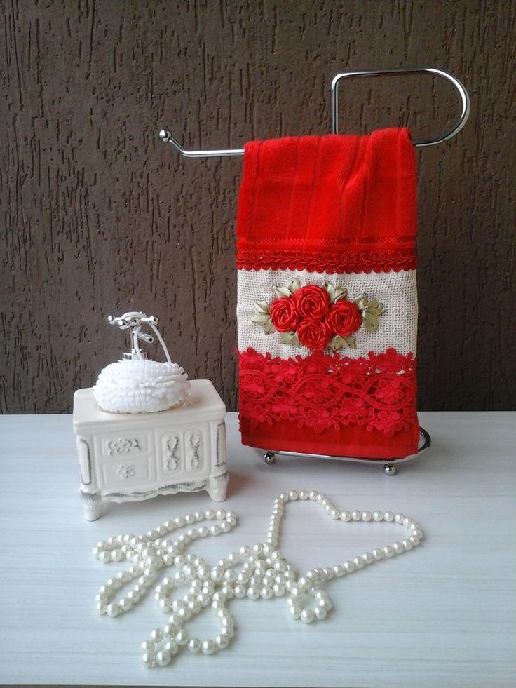 Toalhas lavabo bordadas na técnica rosa raiada na cor vermelha com acabamento em gripir, rosa bordadas em fita na cor vermelha acabamento perfeito. acompanha sacos de organza como embalagem.  toalhas medida:30x40cm