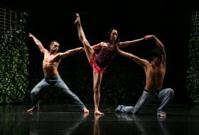"""El Ballet Nacional Chileno (Banch) obtuvo dos de los tres premios Altazor a los que estaban nominados en la categoría Danza. """"Simulacro de Alta Costura"""" fue la obra que los hizo llevarse los premios por Mejor Coreografía y Mejor Bailarina."""