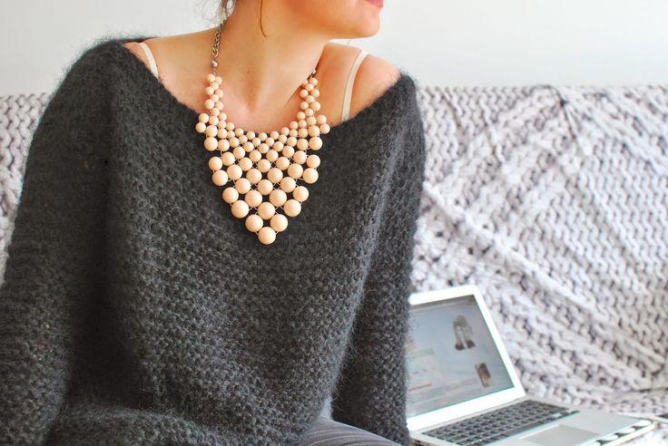 Vous souhaitez réaliser ce joli pull qui vous tiendra chaud tout l'hiver ? Suivez le tuto pour apprendre à le tricoter !