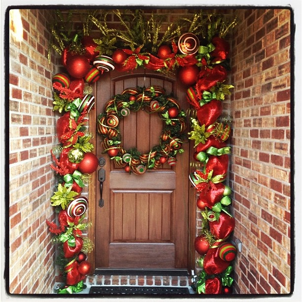 Christmas Entry. Deco Mesh Garland and Pre-Lit Wreath - Hobby Lobby has these gorgeous garlands