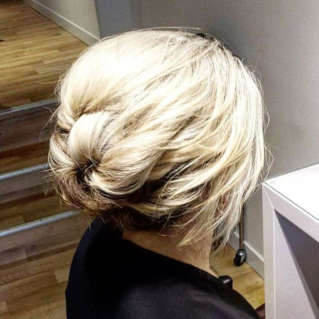 Ball season is coming! Loving this effortless updo created by Anna 😍 #hairup #styledbysnow @snowbysamanthasnow