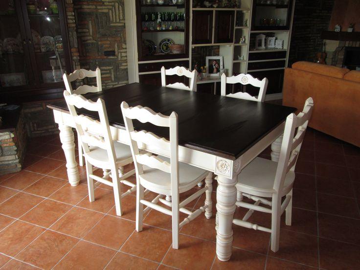Tavolo e sedie bicolore In legno massello, intagliati a mano