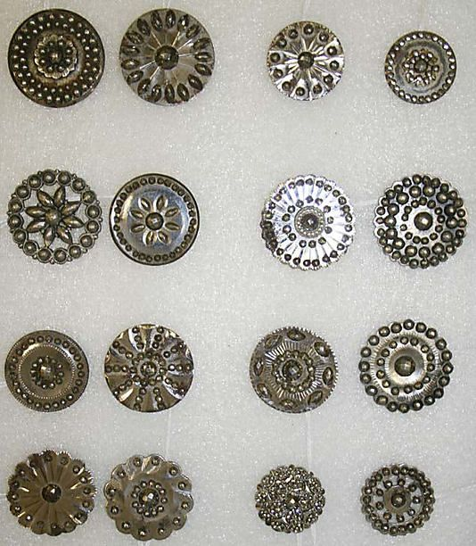 dating metal buttons 18th century buttons sew-through bone buttons were common in america beginning in the mid-18th century, but unlike metal buttons from this period.