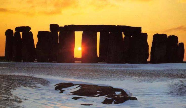 Astronomical Observatories - Stone henge, Winter Solstice. Crystalinks