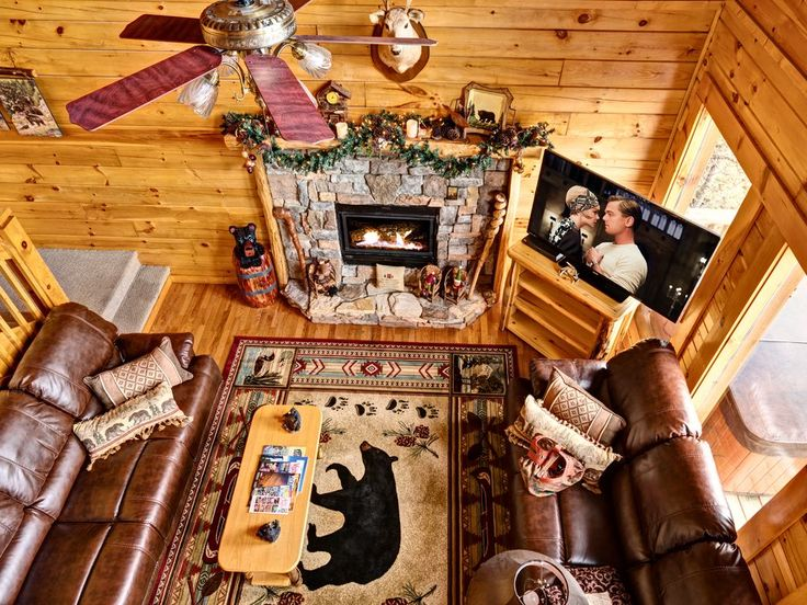 Mountain Splendor -Luxury 4B, Great Views, Hot Tub, Pool Table, Secluded Getaway. Welcome to Mountain Splendor and thank you for stopping by!!   Mountain S...