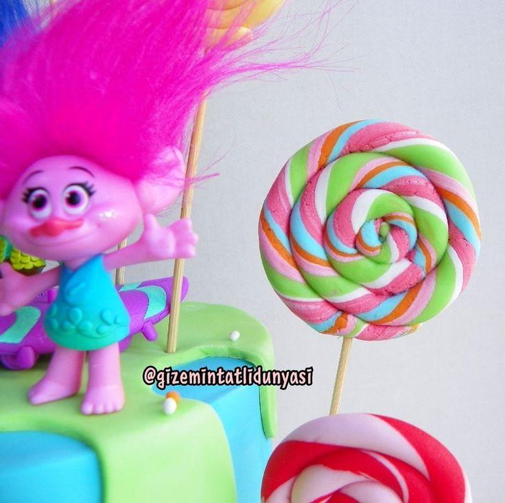"""109 Beğenme, 2 Yorum - Instagram'da Butik Pasta / Kurabiye (@gizemintatlidunyasi): """"Renkler ❤️#trolls #trollscake #trollpasta"""""""