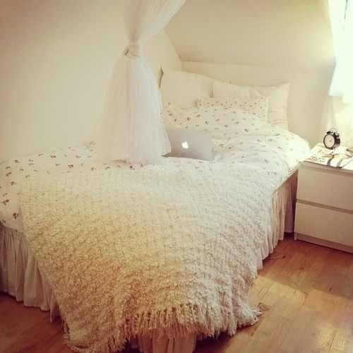 Black Colour Bedroom Off White Bedroom Curtains Bedroom Chandeliers Pottery Barn Small Bedroom Lighting Ideas: Best 25+ Off White Bedrooms Ideas On Pinterest
