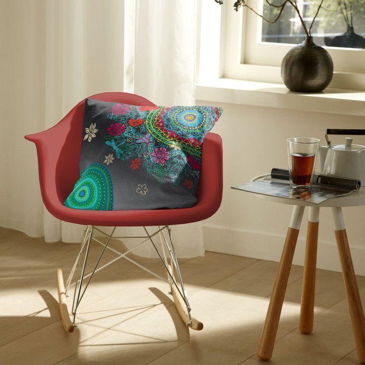Dejte na holandskou značku HIP která ví jak na to. Povlak na dekorační polštář o rozměru 50×50 cm můžete zkombinovat s ložním prádlem stejného designu nebo jen osvěžit váš interiér.