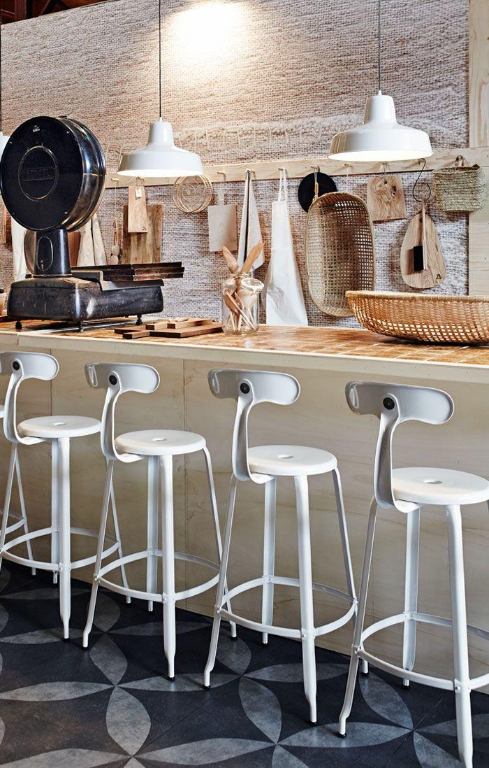 vtwonenhuis Woonbeurs Amsterdam 2013 Styling: Cleo Scheulderman | Fotografie: Alexander van Berge #vtwonen #barn #Woonbeurs #Amsterdam #ambacht #crafts #kitchen #whites