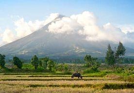 7-May-2013 4:16 - VULKAANUITBARSTING DOODT BERGBEKLIMMERS FILIPIJNEN. Bij een uitbarsting van de Mayon, een van de actiefste vulkanen op de Filipijnen, zijn dinsdag drie buitenlandse bergbeklimmers en hun Filipijnse…...