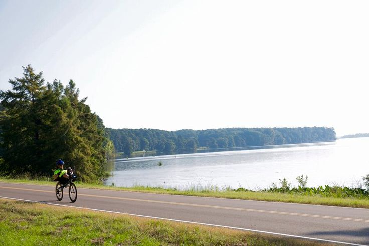 Find gorgeous scenic views along the Ross Barnett Reservoir in Ridgeland, MS.