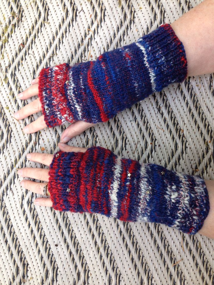 These are my fabulous Captain America themed fingerless gloves, I just love them, for sale in my Etsy shop
