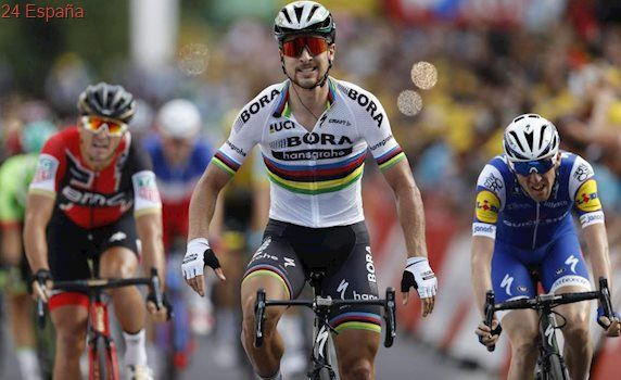 Peter Sagan gana la tercera etapa del Tour... pese a que se le salió el pie del pedal