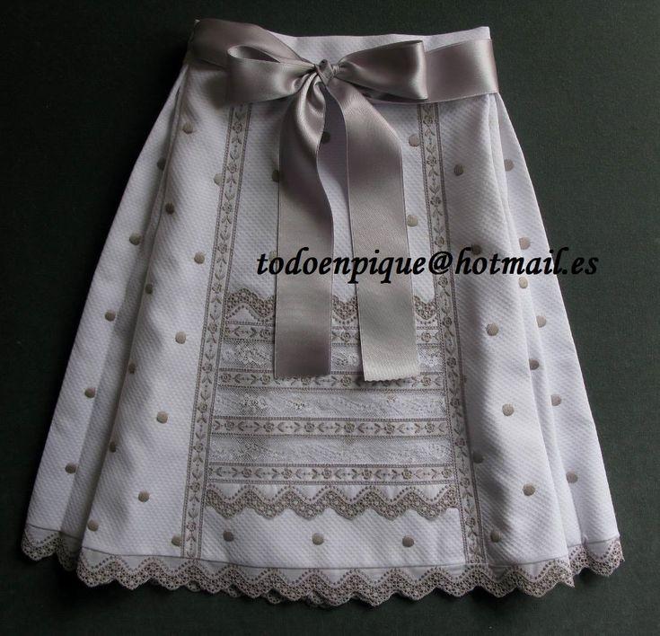 faldón pique de medio cuerpo para bebé. Disponible en la tienda on line http://todoenpiqueparabebe.com/