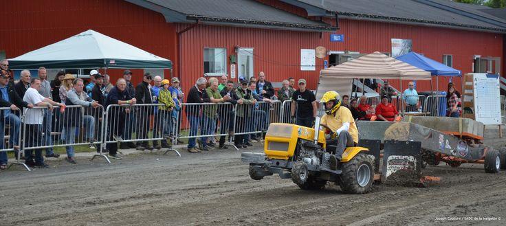Festival de la fenaison 2015, les 17, 18 et 19 juillet, Tire de tracteurs à gazon modifés et non modifiés