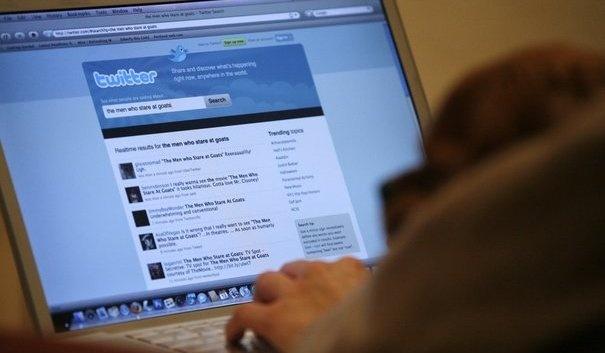 Twitter doublerait son chiffre daffaires en 2013. Le réseau social atteindrait près de 600 millions de dollars de revenus publicitaires cette année, dont la majeure partie viendra du mobile. Il pourrait frôler le milliard de dollars de revenus en 2014, selon eMarketer.