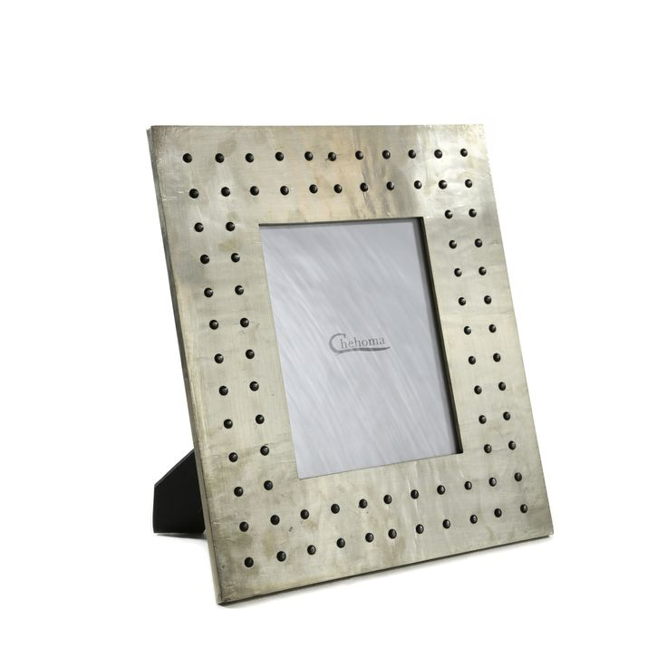 Декоративная фоторамка<br /> Металл, стекло<br /> Размер рамки 43x38 см<br /> Размер фото 19x24 см<br />