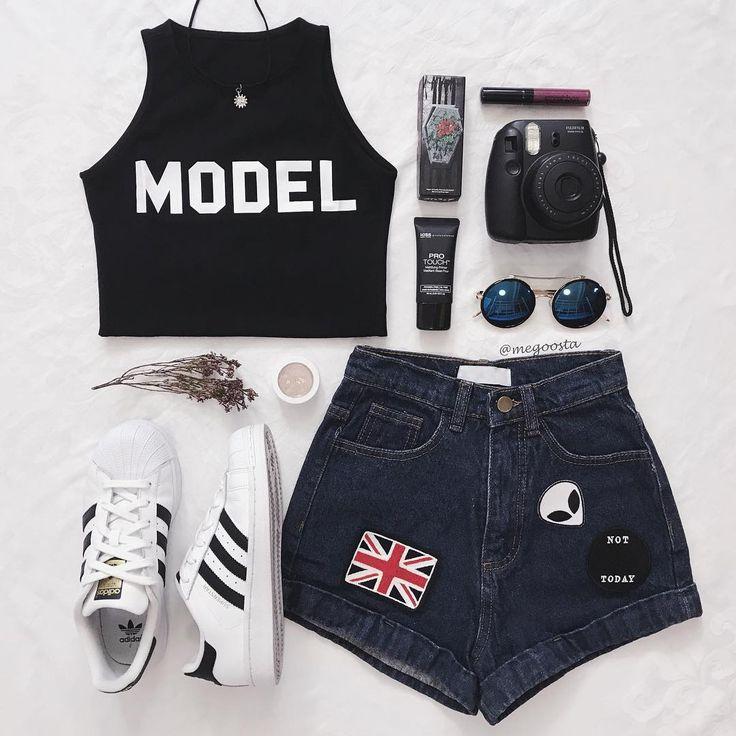 "4,657 Gostos, 38 Comentários - chee (@megoosta) no Instagram: ""One of a kind model *flicks hair* {top & shorts: @shopmegoosta / sunnies: @hellomojo.shop code…"""