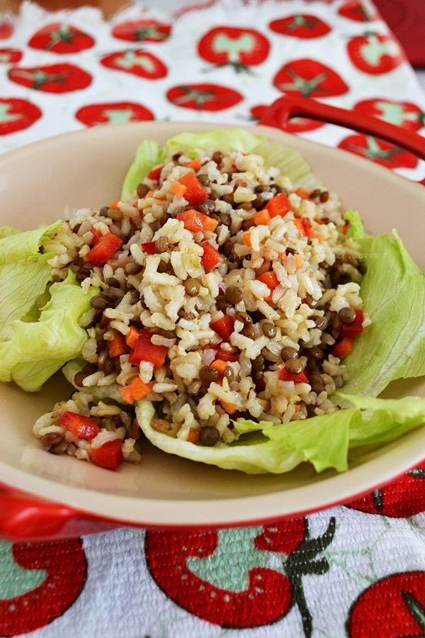 Ensalada de arroz con lentejas. Excelente fuente de vitaminas y minerales como el hierro, para la anemia, y si le agregamos plátano macho picado, ha que delicia.