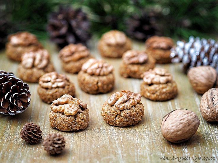 Ořechovky - bulharské cukroví, Orehovky - bulgarian cookies, www.peknevypecenyblog.cz