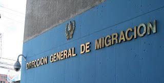 Santo Domingo.- La Dirección General de Migración (DGM) informó hoy del decomiso de cientos de documentos alterados del Plan Nacional de Regularización de Extranjeros (PNRE). En un comunicado, la DGM precisó que se trata de 369 carnés falsificados y 30 copias del PNRE, así como 7 pasaportes ext...