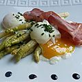 De belles asperges blanches des landes trouvées au marché des capucins + une envie d'œufs = une jolie recette pour un soir de petite flemme....