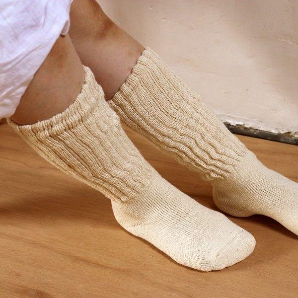 【あしごろも】 おやすみハイソックス 靴下 手紡ぎオーガニックコットン 自然栽培綿 オーガニックソックス レッグウォーマー ロング靴下 肌触り抜群 3,024円●サイズ22〜24cm●素材綿89.9%・ナイロン6.7%・ポリエステル3.2%・ポリウレタン0.2%(ゴム含む)●タイプ生成 白 無地●商品情報「 これ1足で、ソックス+レッグウォーマーのボリューム感!すねまでやさしく包みこみます 」肌触りバツグンのふわふわパイル地の足部分はそのままに、足首部分のやわらかいゴム編み二重が2倍と長さたっぷりになりました。気づくと足が冷え冷え・・・という方に、すねのあたりがスースーするという方に、特におすすめです。少しルーズにさせて足首のあたりを分厚くさせてもいい感じです。妊娠中の方やご年配の方へのプレゼントにもぴったりです。●通販サイト HOTOHOTO(ほとほと)【あしごろも】おやすみハイソックス 靴下はホトホトへ!冷え性改善・対策商品、腹巻、靴下、ルームウェア、マタニティグッズ、レディース・メンズ向けの暖か商品はホトホト!