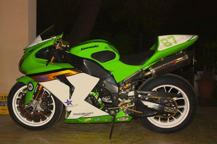#custom #kawasaki #race #track bike