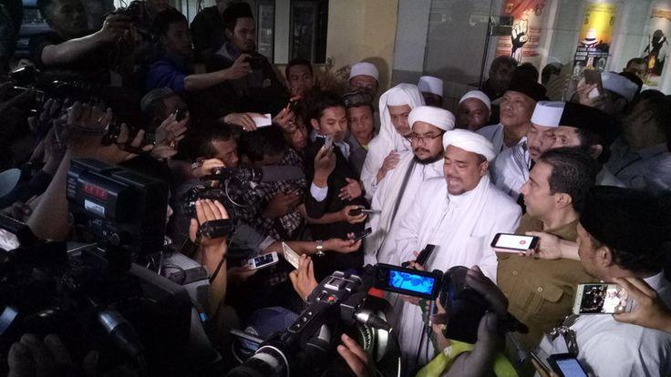 Habib Rizieq Shihab Menjalani Pemeriksaan Dalam Dugaan Kasus Penghinaan Pancasila, di Polda Jawa Barat Selama 7 jam Lebih.