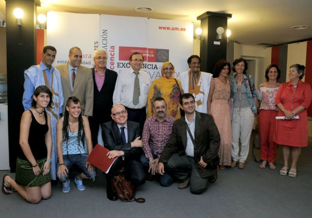 El rector Orihuela muestra la adhesión de la Universidad de Murcia a la causa del pueblo saharaui, http://www.murcia.com/noticias/2014/05/29-el-rector-orihuela-muestra-la-adhesion-de-la-universidad-de-murcia-a-la-causa-del-pueblo-saharaui.asp