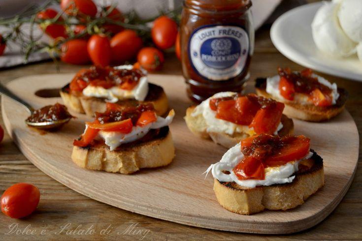 Crostini con mozzarella di bufala e confit di pomodori