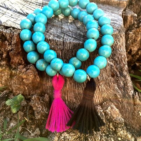 A fun bracelet with round turquoise howlite beads & a handmade tassel in either black or fuschia (to request a different color message at time of purchase). This is a stretch bracelet so easy on easy off. Perfect for people who can't manage clasps and busy women on the go! Wear alone or with other