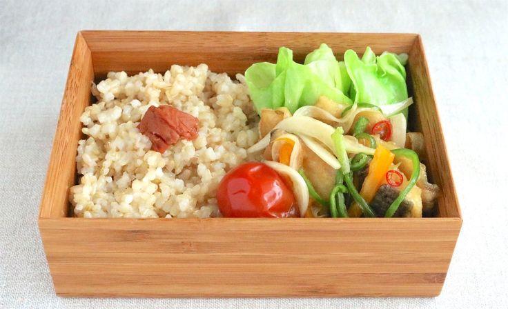 玄米ご飯165g(梅干)、塩茹キャベツ、プチトマト時雨煮風、鯵南蛮漬け