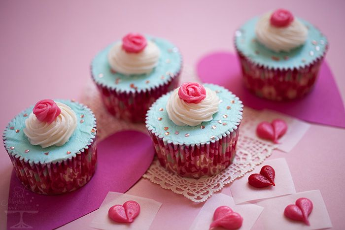 Cake Decorated With Cupcakes : 47 best Valentine s Day images on Pinterest Valentines ...