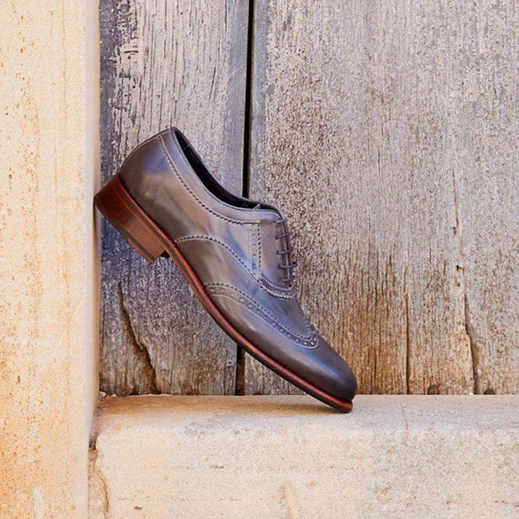 """Un zapato ideal para el verano con su diseño clásico y su color gris perla. Encuentra nuestro modelo """"SIDNEY"""" en nuestra tienda de Santanyí o en nuestra web. #zapatos #fashion #luxury #handmadeshoes #Santayi #Mallorca #mallorcashoes #readytowear #shoemakers #thebestshoes #mallorcashoestore #shoelove #instafashion #shoemaker #tailored #menstyle #gentleman #schuhe #neueschuhe #schuheschuheschuhe #Schoenen #schuhemallorca #Schuhgeschäft"""
