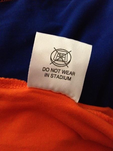 Weet je nog? al dat gedoe met die Bavaria jurkjes tijdens het laatste WK voetbal?  Dit staat er in het label van de jurk voor het EK van deze zomer ...
