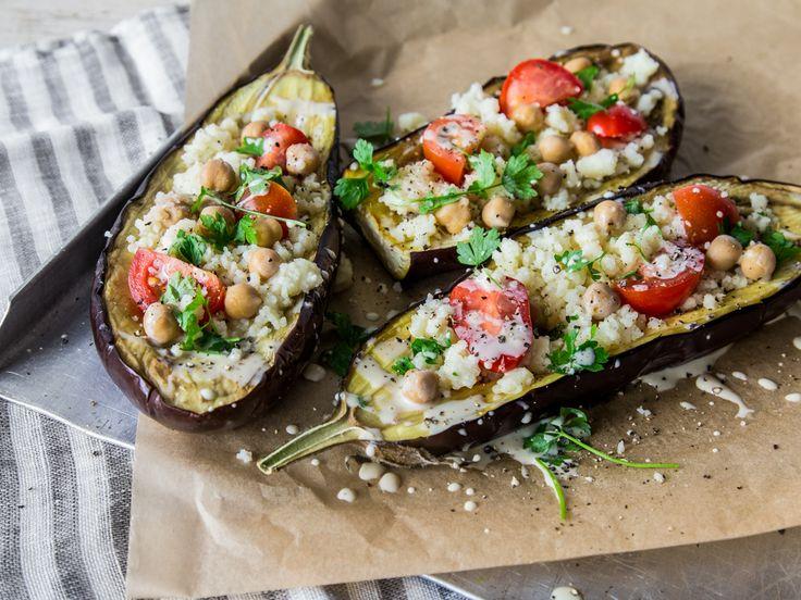 Vegan gefüllte Aubergine mit Kichererbsen und Tahini