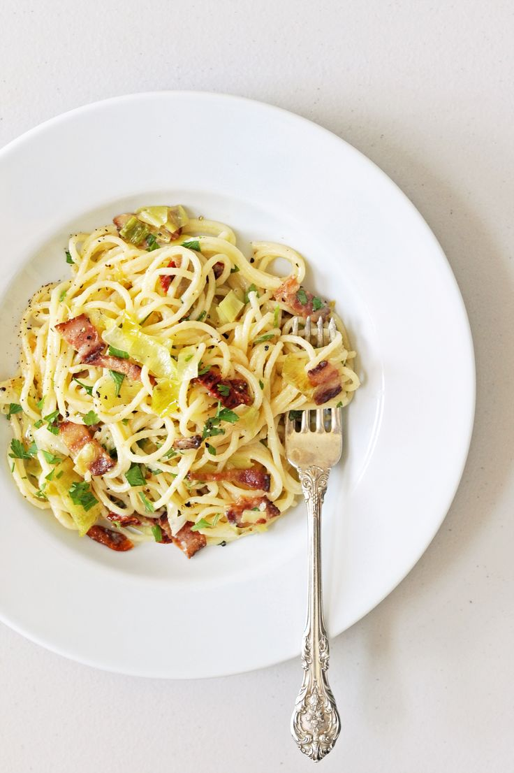 Fast and Easy Budget Dinner: Pasta Carbonara With Leeks and Sun-Dried Tomatoes